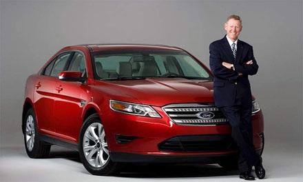 CEO huyền thoại của Ford từ chức sớm hơn dự kiến.