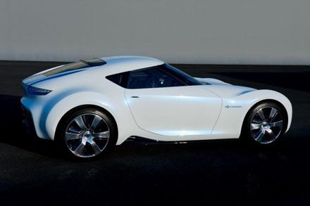 Nissan chê Toyota GT86 và Subaru BRZ già