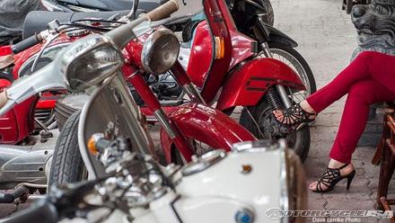 Thêm một người Việt chơi môtô lên báo Tây
