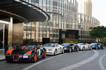 Nhà giàu Trung Đông mang Bugatti ra diễu hành
