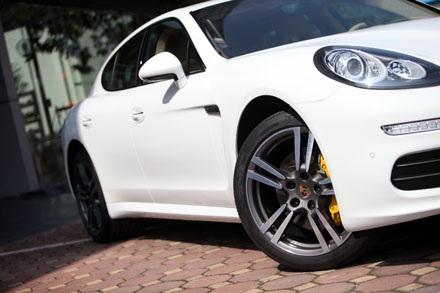 Porsche Panamera 4,5 tỷ đã đủ cho người giàu Việt?