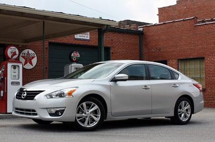 Nissan Altima 2013: 320.723 chiếc, sử dụng động cơ 2,5 lít 4 xy lanh,