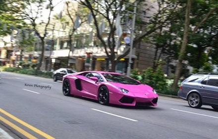Lamborghini Aventador với màu sơn ngỡ ngàng...