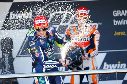 Làm gì đi chứ Yamaha và Ducati!