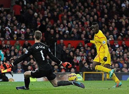 Pha cản phá bóng bằng chân của De Gea trong pha dứt điểm của Balotelli