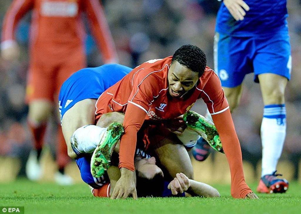 Tình huống Terry dùng chân khóa Sterling