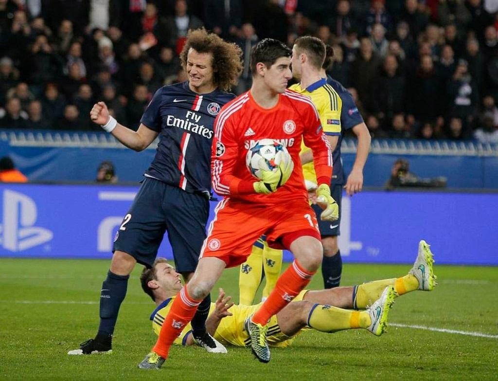 Courtois trình diễn phong độ xuất sắc trước PSG