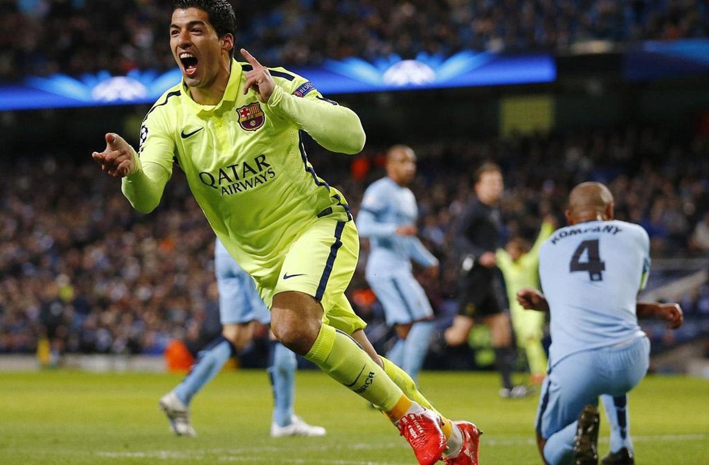 Luis Suarez lập cú đúp vào lưới Man City