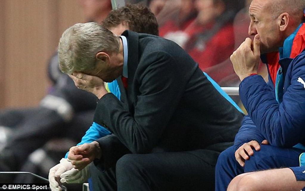 HLV Wenger bị tố cáo thiếu tôn trọng đối thủ