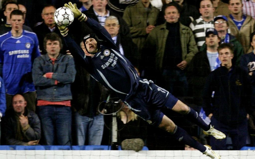 Petr Cech luôn là chốt chặn trong khung gỗ của Chelsea