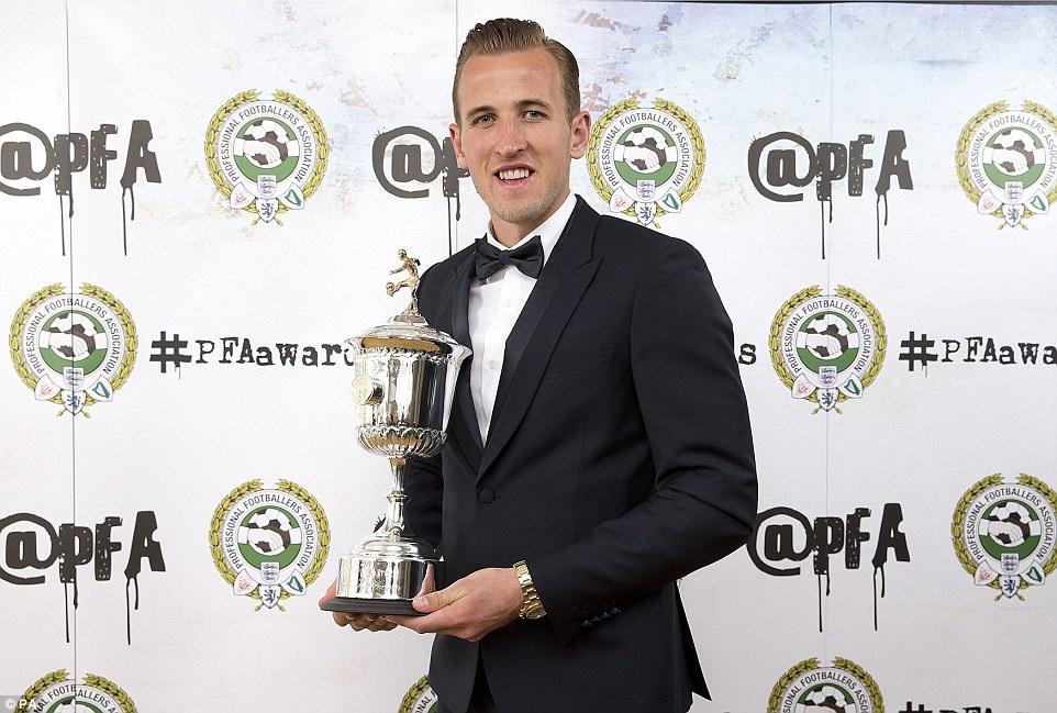 Harry Kane nhận giải Cầu thủ trẻ xuất sắc nhất