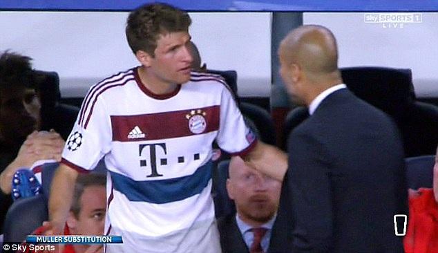 Muller cãi vã với Pep Guardiola ngay trên sân