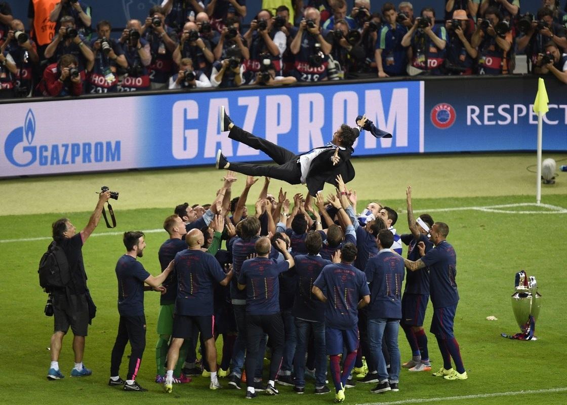 HLV Luis Enrique tái hiện thành tích ăn 3 của Guardiola