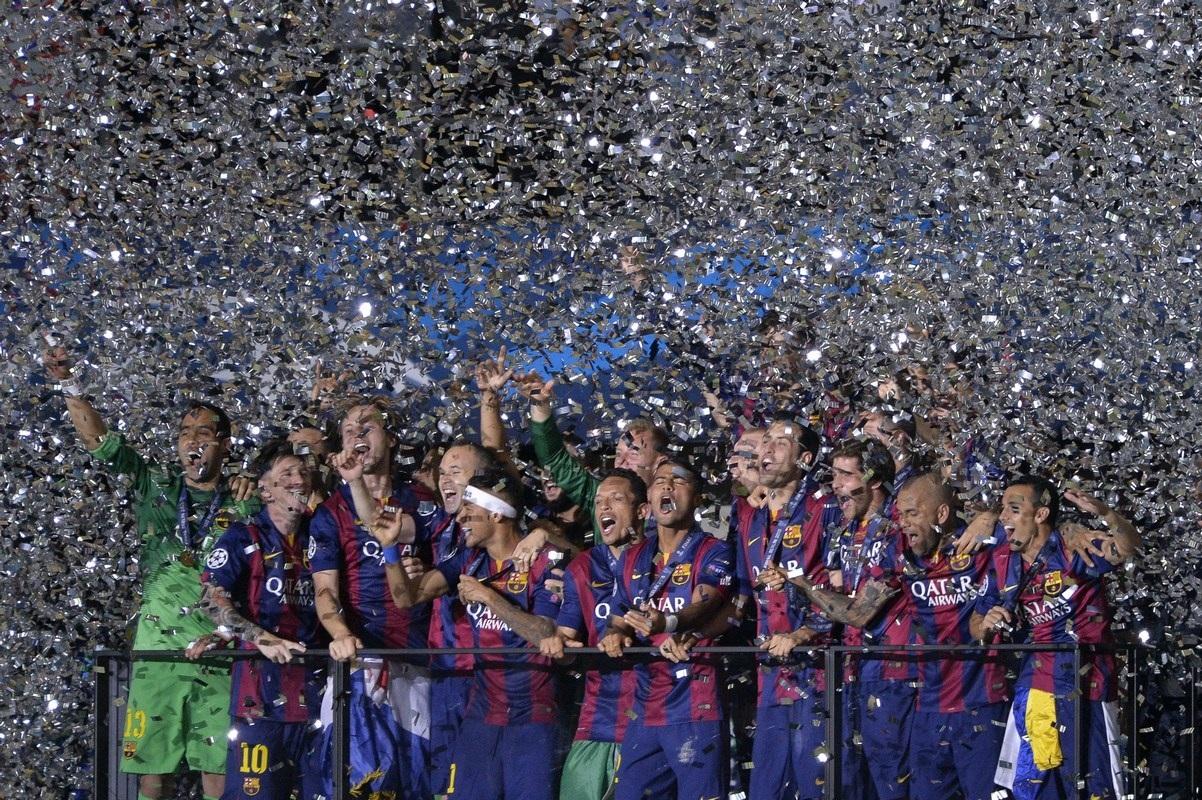 Khoảnh khắc cả châu Âu đón chào nhà Vua Barcelona
