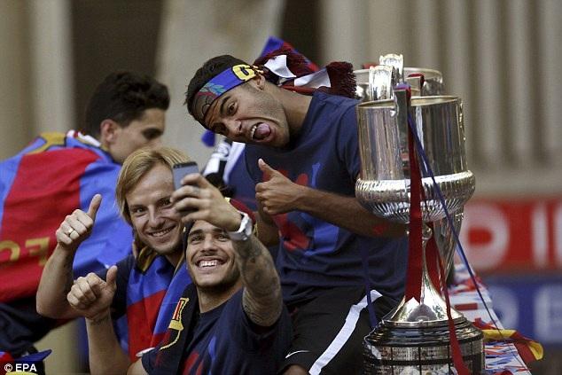 Hình ảnh ngộ nghĩnh của các cầu thủ Barcelona