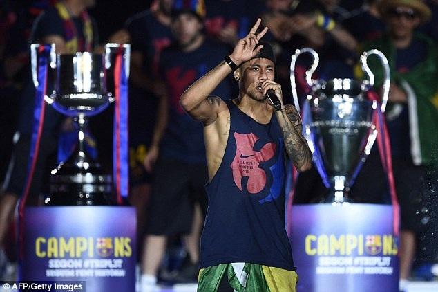Neymar, Messi, Pique khuấy động không khí của buổi lễ ăn mừng