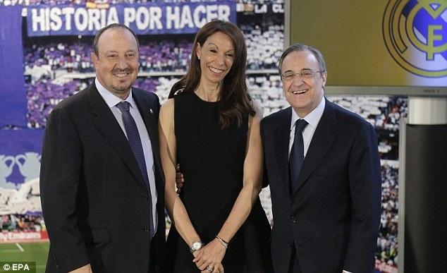 HLV Rafa Benitez bên vợ và Chủ tịch Flo Perez