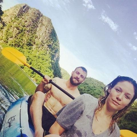 Bức ảnh De Rossi chèo thuyền ở Vịnh Hạ Long được đăng tải trên Instagram