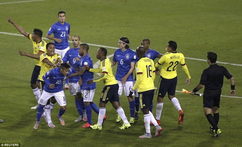 Neymar nhận thẻ đỏ vì lỗi đánh nhau