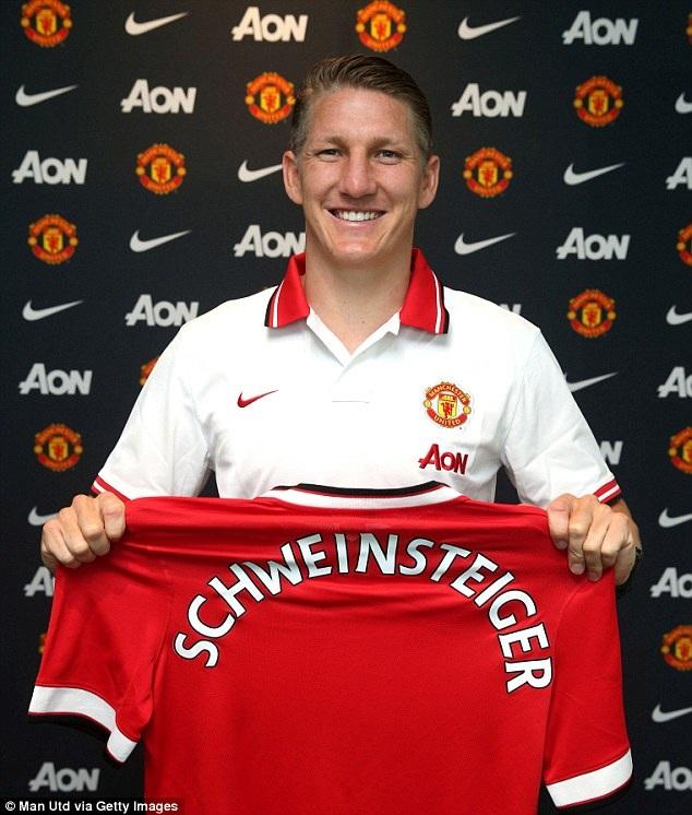 Schweinsteiger ra mắt MU