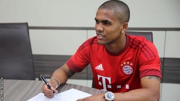 Douglas Costa chính thức gia nhập Bayern Munich