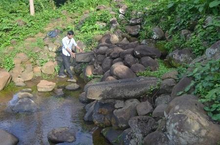 Giếng máng tại thôn Tân Văn cũng bị khô nước