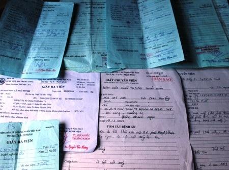 Các loại giấy hẹn khám, giấy chuyển viện, giấy ra viện có ghi rõ tình trạng bệnh của bé Nhi
