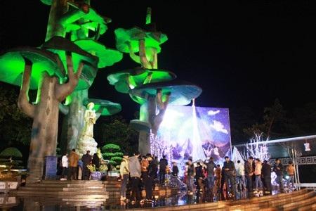 Rất đông bạn trẻ đã tập trung về Thánh địa đức mẹ La Vang để đón giáng sinh