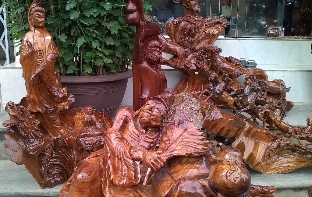 Những tác phẩm gỗ mỹ nghệ được chạm khắc tinh xảo