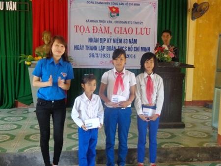 Nữ bí thư Đoàn 8X Phạm Hằng Nga luôn xông xáo trong các hoạt động tình nguyện