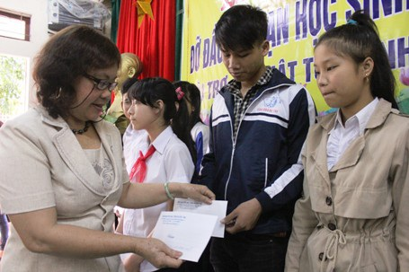 Học bổng đỡ đầu dài hạn đã góp phần giúp các em vượt qua được những khó khăn trước mắt