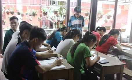 Lớp học tình thương nơi cửa chùa