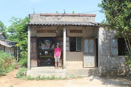 Căn nhà của mấy chị em Linh chật hẹp và đã xuống cấp
