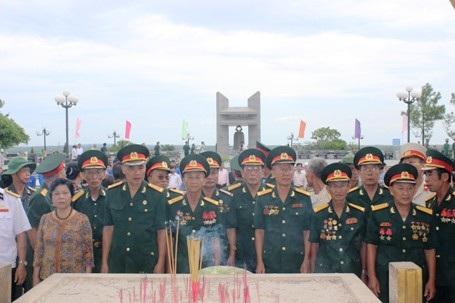 Dâng cúng đòn bánh tét dài 21m tri ân các anh hùng, liệt sĩ