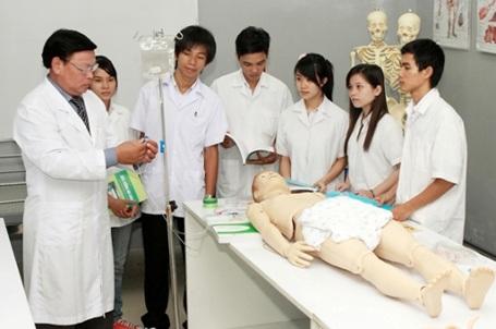 Một giờ học của sinh viên ngành Y.