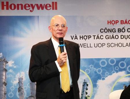 Sinh viên xuất sắc ngành Hóa học sẽ được nhận học bổng Honeywell UOP.