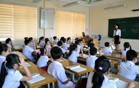 Bồi dưỡng, đào tạo lại đội ngũ giáo viên và chuẩn hóa cơ sở vật chất trường lớp