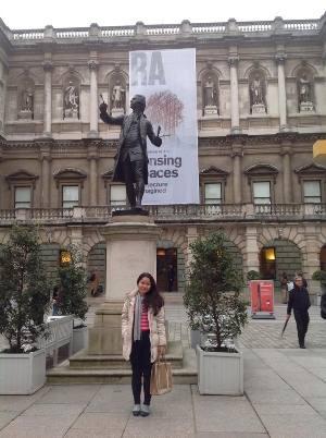 Phạm Lê Thảo Duyên đến tham quan trường Royal Academy of Arts