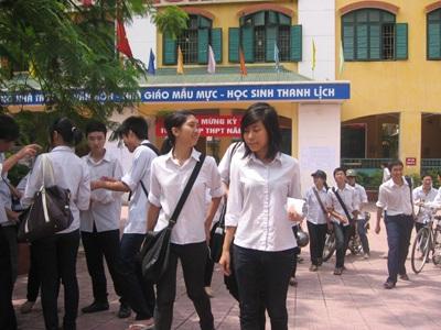 Nhiều học sinh tốt nghiệp THPT chưa biết học thêm nghề gì. (Ảnh: Hồng Hạnh)