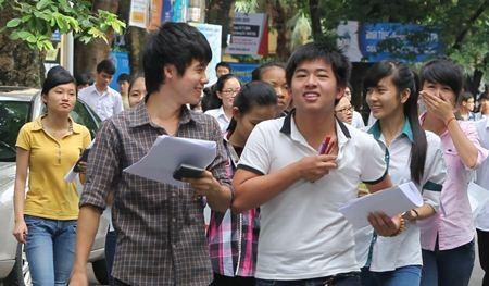 Thí sinh dự thi vào Trường ĐH Kinh tế Quốc dân năm 2014