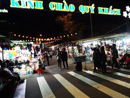 Chợ đêm Nha Trang tối 31/12.