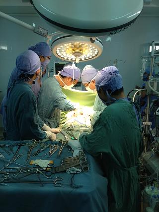 Một ca phẫu thuật tim tại bệnh viện Đa khoa tỉnh Khánh Hòa