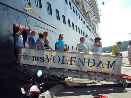 Tàu VOLENDAM đưa 1.370 hành khách quốc tế thăm Nha Trang.