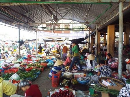 Phiên chợ Tết trên đảo Trí Nguyên.
