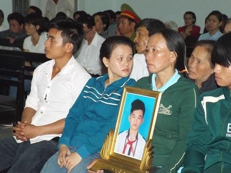 Gia đình bị hại tại tòa phúc thẩm.