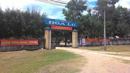 Trường THCS Hoa Lư (huyện Vạn Ninh, Khánh Hòa), nơi học sinh bị thu dép