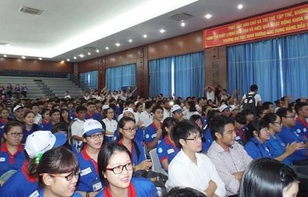 Sinh viên Đà Nẵng tiếp sức mùa thi
