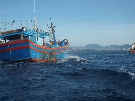 Ngư dân luôn gặp rủi ro khi đánh bắt trên biển (Ảnh: Thủy Nguyên)