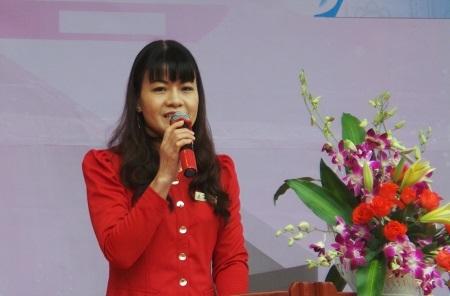 Cô Nguyễn Thị Nhiếp - Hiệu trưởng trường THPT Phan Huy Chú.