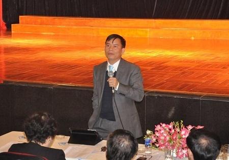 PGS.TS Trần Văn Nghĩa giải đáp các thắc mắc của Hiệu trưởng các trường THPT của Hà Nội.